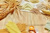 Getreide mit Eier und Nudeln - 196001854