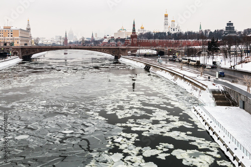 Aluminium Moskou view of the Moscow Kremlin and the big stone bridge. Moscow. winter