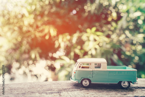 Vintage van ciężarówka do koncepcji podróży.