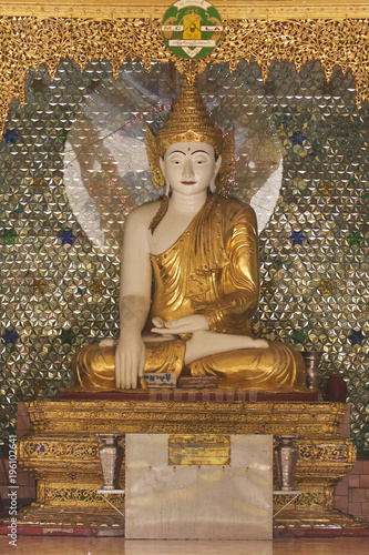 Plexiglas Boeddha Buddhist temple complex Shwedagon is a historical symbol of Buddhism, Myanmar