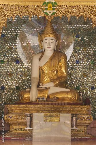 In de dag Boeddha Buddhist temple complex Shwedagon is a historical symbol of Buddhism, Myanmar