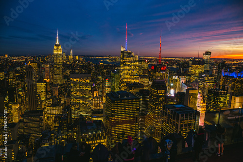 Fotobehang Brooklyn Bridge Skyline von New York City in der blauen Stunde