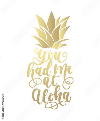 miales-mnie-na-zlotej-karcie-aloha-z-recznie-narysowanymi-literami-i-ananasem