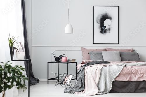 Plakat w sypialni różowy wnętrze