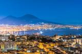 Napoli e Vesuvio dall'alto di notte