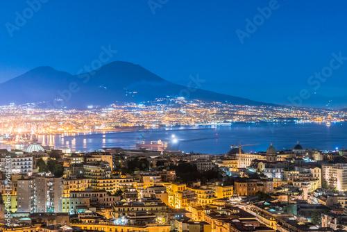Poster Napoli e Vesuvio dall'alto di notte