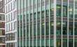 Abstrakte Fassade eines modernen Bürogebäudes in Hamburg, Deutschland