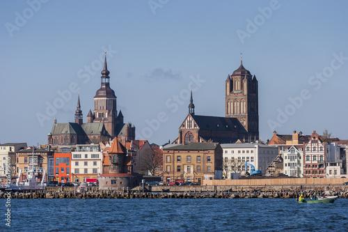 Leinwanddruck Bild Silhouette der Hansestadt Stralsund, Mecklenburg Vorpommern,Deutschland