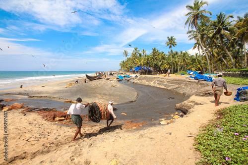 Foto Murales Inde / Pêcheurs sur la plage de Varkala (Kerala)