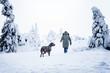 Mädchen mit Deutscher Dogge im Schnee
