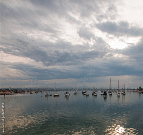 Papiers peints Morning Glory Overcast Sunrise over Newport Harbor in southern California United States