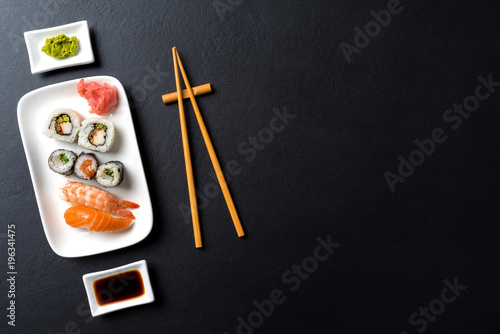 Foto op Plexiglas Sushi bar Japanese sushi with soy sauce and wasabi