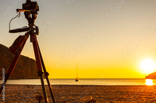 Papiers peints Morning Glory Camera taking picture of sunrise over sea surface