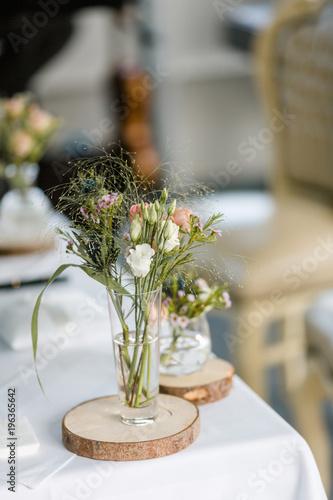 Gamesageddon Blumen In Glas Als Dekoration Bei Einer Hochzeit