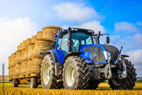 Aluminium Trekker tracteur et sa remorque de lin