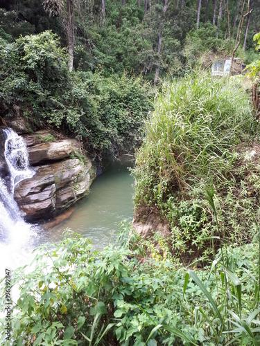 Fotobehang Khaki Ramboda waterfall