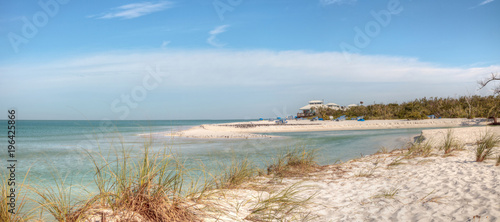 In de dag Napels White sand beach and aqua blue water of Clam Pass in Naples, Florida