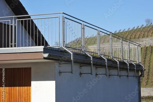 Zeil Voor Balkon : Gamesageddon modernr balkon mit edelstahl geländer an hausfront