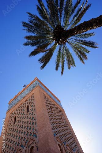 Fotobehang Marokko Minaret and palm tree