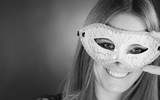 Sensual woman with carnival mask. - 196521415