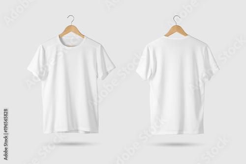 Blank White T-Shirt Makieta na drewnianym wieszaku, widok z przodu iz tyłu. Renderowanie 3D.