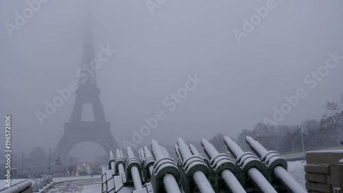 Fridge magnet Snowy day in Paris, France