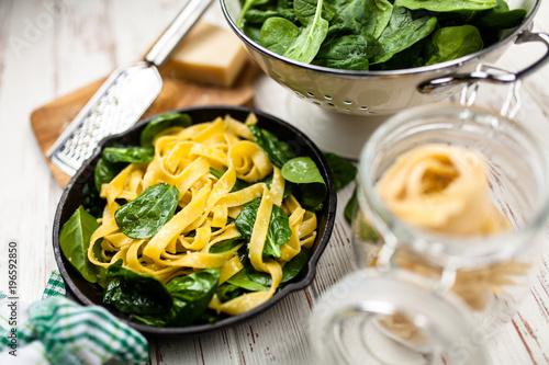 Spinach tagliatelle pasta - 196592850