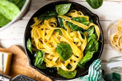 Spinach tagliatelle pasta - 196593062