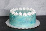 Light blue cream cheese cake with marshmallow and merengues - 196596494