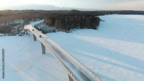 mata magnetyczna Aerial footage of two cars passing a bridge in the winter