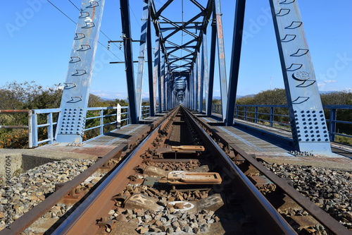 Foto op Canvas Spoorlijn 鉄橋付近の線路