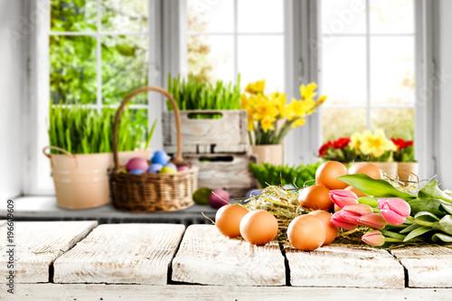 Foto op Plexiglas Hoogte schaal desk space and easter eggs.