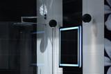 Piękna nowoczesna łazienka z kabiną prysznicową i lustrem. - 196625033