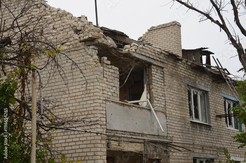 Здание было разрушено в результате военных действий Poster