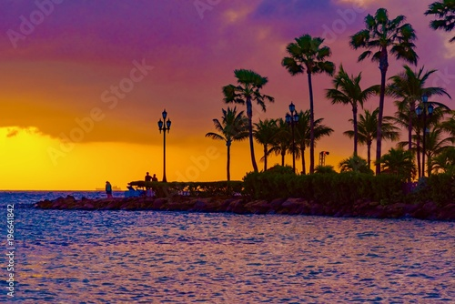 Foto op Aluminium Snoeien brilliant sunset over the port of Aruba in the Caribbean sea with ships and planes landing