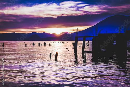 Staande foto Zee zonsondergang Lake atitlan