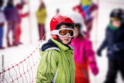 mata magnetyczna Little boy who take skiing lessons
