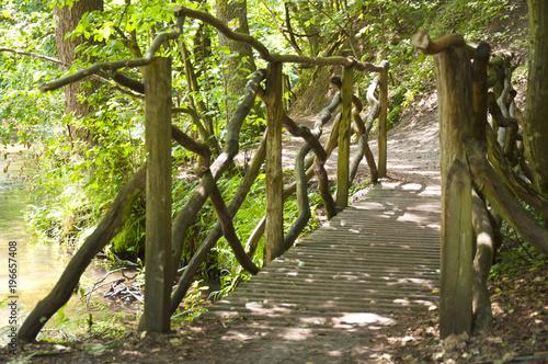 Plexiglas Weg in bos Szlak szumów, Roztocze, most na rzece