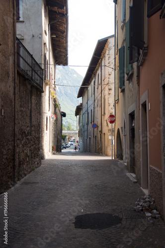 Aluminium Smalle straatjes Gargnano, Włoskie budynki