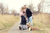 Babybauch - glückliche Familie - 196746264
