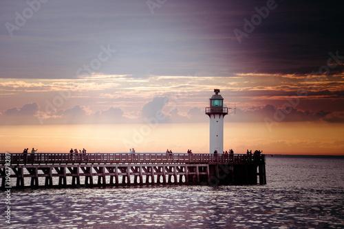 Fotobehang Beige jetée de Calais au coucher du soleil