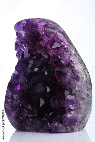 Ametystowy kamień mineralny Ametystowy kamień mineralny.