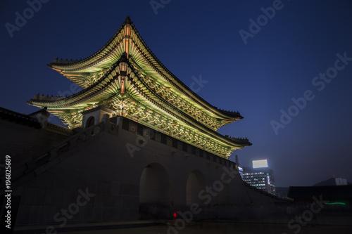 Fotobehang Seoel Gwanghwamun Gate at night in Seoul,south Korea