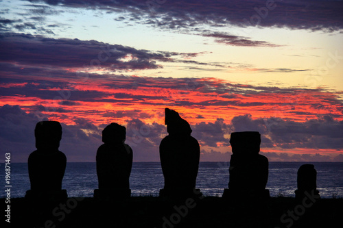 Poster Aubergine Sunset around the amazing Moai statues on Easter Island