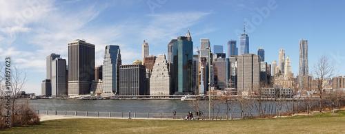 Foto op Aluminium New York Views on Manhattan Skyline from Brooklyn Bridge Park in New York City.
