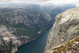 Norwegia Południowa, góra Kjerag - uskok nad fiordem Lysefjordem