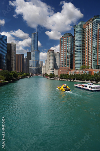 Fotobehang Chicago Tour boats and Chicago skyline