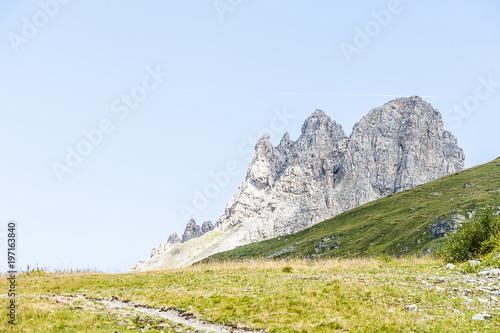 Fotobehang Blauwe hemel Paysage de montagne, Alpes
