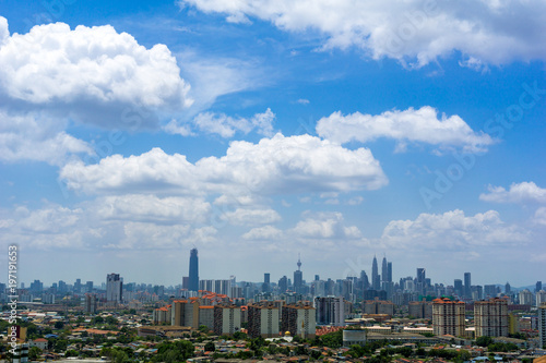 Foto op Canvas Kuala Lumpur A clear and windy day in Kuala Lumpur, capital of Malaysia. Its modern skyline is dominated by the 451m tall KLCC, a pair of glass and steel clad skyscrapers.