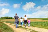 promenade en famille - 197243491